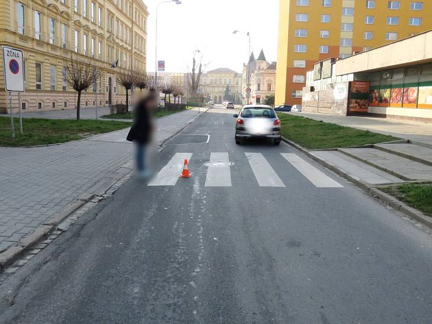 Devatenáctiletá řidička srazila v Přerově sedmnáctiletou dívku