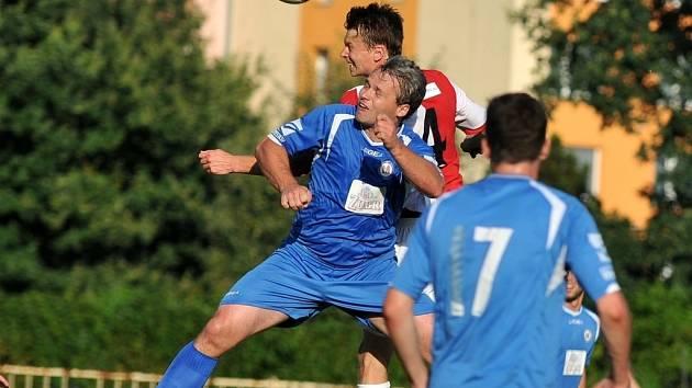 1.FC Viktorie Přerov (v modrém). Ilustrační foto