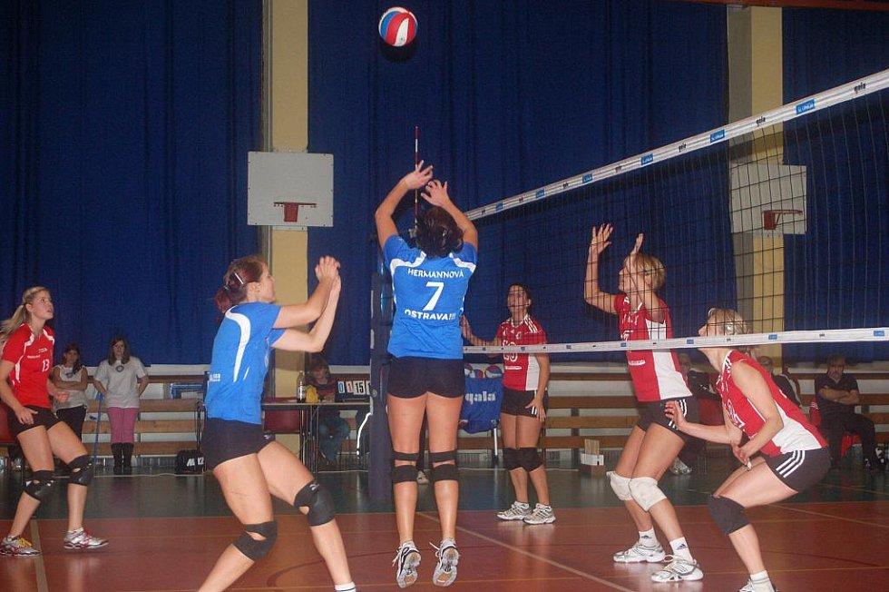 Přerovské volejbalistky (v červeném) proti Ostravě