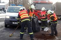 Srážka dvou osobních aut ochromila ve čtvrtek ráno dopravu na křižovatce v Přerově – Předmostí