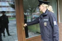 Jak jsou zabezpečeny domy v Přerově před zloději, kteří by mohli vniknout dovnitř? To zjišťovali v pátek policisté.