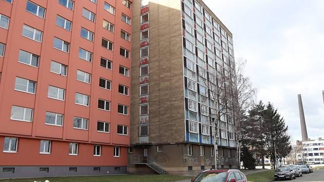 Budova Chemiku byla vystavěna v roce 1968. Do majetku města se objekt s byty dostal v říjnu roku 2000. V roce 2012 si od města Chemik pronajala První KPU, která zde má ubytovnu. Poslední nájemníci odtud odešli v únoru roku 2018.