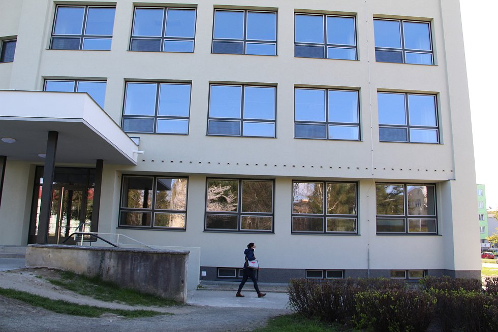 Rekonstruovaná budova bývalé zdravotnické školy na náměstí Přerovského povstání v Přerově, sloužit bude studentům Vyšší odborné zdravotnické školy v Přerově. 26. dubna 2021