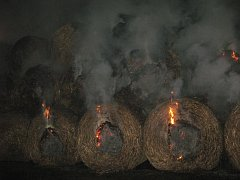 Požár stohu slámy u Brodku u Přerova