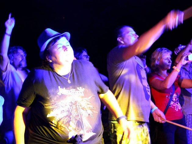 Na Hippie festu v Anniččině dvoře v Přerově vystoupila legendární česká kapela Plastic People of the Universe v omlazené sestavě.