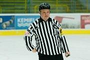 """Hokejisté HC Zubr Přerov (v modrém) v """"Posledním špílu sezony"""" profi sým fanouškům. Foto: Deník/Jan Pořízek"""