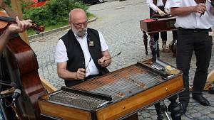 Třináctý ročník folklorního festivalu V zámku a podzámčí v Přerově