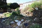 Září 2014.  Chátrající Škodova ulice v Přerově jako zázemí pro bezdomovce a obří smetiště