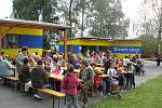 V Horním Újezdě slavili v sobotu dýňobraní. Ulice v této obci ozdobily neobvyklé postavičky.