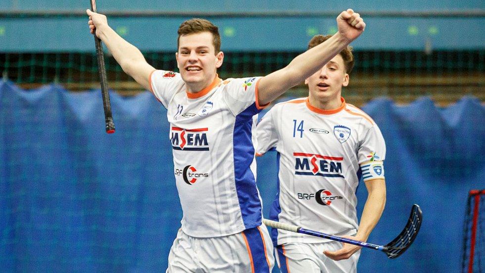Florbalisté Přerova v bílém porazili Prostějov.