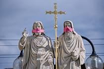 Sousoší sv.Cyrila a Metoděje v Dřevohosticích.