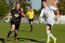Fotbalisté Přerova (v bílé) proti Tasovicím