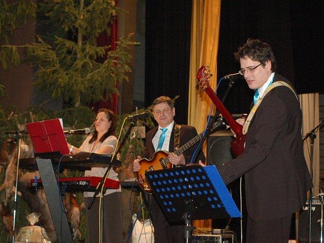 Na myslivecký ples v Troubkách nad Bečvou dorazilo v sobotu večer přes tři sta návštěvníků.