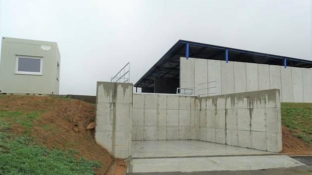 Nová kompostárna v Žeravicích už stojí, zpracuje až 5 tisíc bioodpadu ročně.