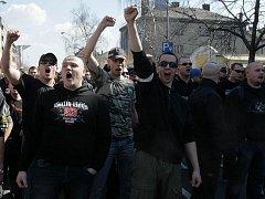 Pochod radikálů. Ilustrační foto