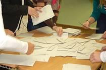 Počítání hlasů z prezidentské volby v Přerově