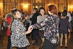 Do Městského domu v Přerově se už podruhé vrátily tradiční čaje - i když je dnem konání místo neděle sobota. Návštěvníkům, kteří si přišli v sobotu večer zavzpomínat, hrála k tanci legendární Synkopa.