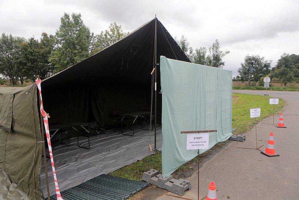 Covid volební místo u letiště Bochoř
