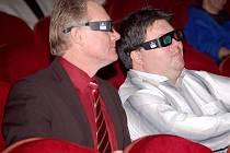 Film ve 3D si premiérově vyzkoušel i primátor Přerova Jiří Lajtoch (vlevo)