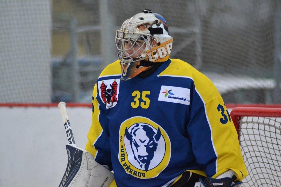 Winter Classic hokejového dorostu mezi HC Zubr Přerov a HC RT Torax Poruba. Martin Vojtek mladší.
