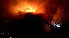 Hasiči zasahovali ve čtvrtek nad ránem u požáru dílny na zahradním pozemku v Lipníku nad Bečvou.
