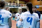 Volejbalistky Přerova (v bílém) proti PVK Olymp Praha. Lucie Zatloukalová