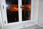 Zásah na setkání prezidenta Zemana s obyvateli Lipníku: policisté vtrhli do místnosti nad restaurací a muže, který zde pouštěl píseň Marty Kubišové Modlitba pro Martu, odvedli s tím, že se jedná o narušení veřejné akce.