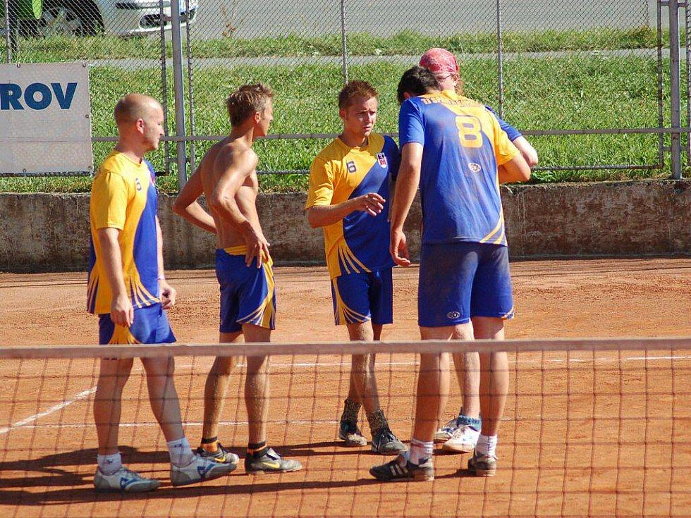 Nohejbalisté Spartaku MSEM Přerov (v modožlutém). Ilustrační foto