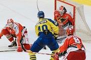 Hokejisté Přerova (ve žlutém) přehráli Prostějov 5:0.