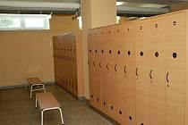Na Základní škole Želatovská mají nové šatní skříňky, které nahradily zastaralé klece