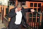 Ministr dopravy Antonín Prachař (hnutí ANO), který skončil v senátních volbách na Přerovsku jako druhý, sledoval průběh klání v přerovské restauraci U Labutě.