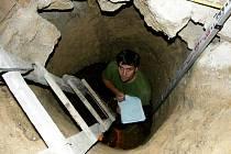 Archeologové narazili v zemědělské usedlosti v Dobrčicích na Přerovsku na středověké lochy