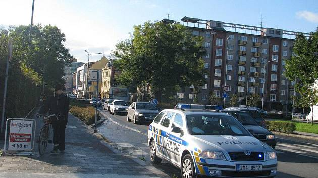Nebezpečný úsek pro chodce mezi mostem Míru a Jateční ulicí v Přerově