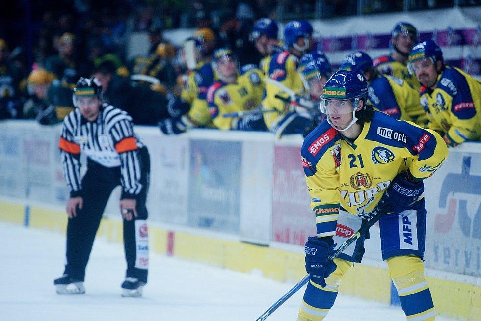 Hokejisté Přerova (ve žlutém) proti Vsetínu. Robert Černý