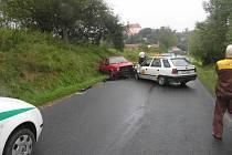 Jedenašedesátiletý muž nezvládl řízení a v protisměru narazil do golfu, který řídila osmnáctiletá dívka