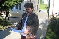 Piotrova maminka s lékařskou zprávou