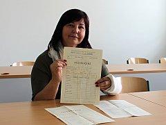Vysvědčení z první třídy má pedagožka ze Střední odborné školy Hranice Jana Nováková stále doma.