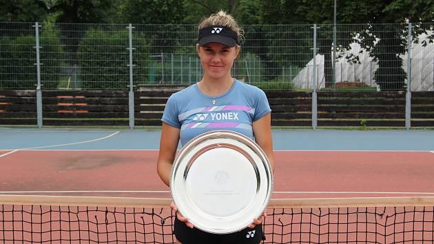 Tenistka Linda Nosková se na přerovském betonu chystala pod vedením Tomáše Krupy na juniorský Wimbledon.