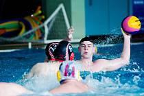 Vodní pólisté KVP Přerov ovládli obě semifinálová utkání v domácím bazénu proti Slavii Praha.
