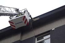 Zásah hasičů při padající omítce v Husově ulici v Přerově