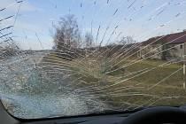 Nehoda tatry, kusu ledu a peugeotu v Lipníku nad Bečvou