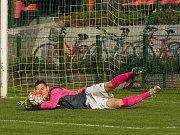 Fotbalisté Kozlovic (v pruhovaném) v domácím zápase proti Velkým Karlovicím (3:1). Roman Konečný. Foto: Deník/Jan Pořízek