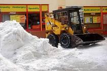 Úklid přívalu sněhu v Přerově