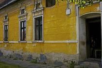 Usedlost na návsi č.p.10 v Dluhonicích patří k nejstarším lidovým stavbám na Přerovsku