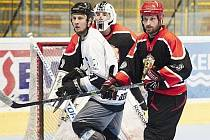 Inline hokejisté Přerova (v černém) proti Zlínu