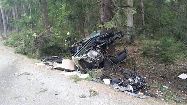 Z nehody automobilu u Pičína
