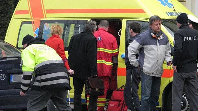 Nehoda před Gymnáziem J. Škody: auto tam srazilo dvě dívky