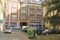 Prostranství před velkou pasáží v Přerově, na kterém nyní parkují auta, změní svůj vzhled. Město chce místo zvelebit zelení a vytvořit v centru novou odpočinkovou zónu.