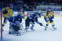 Hokejisté Přerova (ve žlutém) proti Havířovu. Ilustrační foto