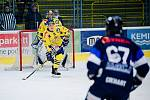 Hokejisté Přerova (ve žlutém) v posledním kole Chance ligy sestřelili Benátky nad Jizerou 7:1